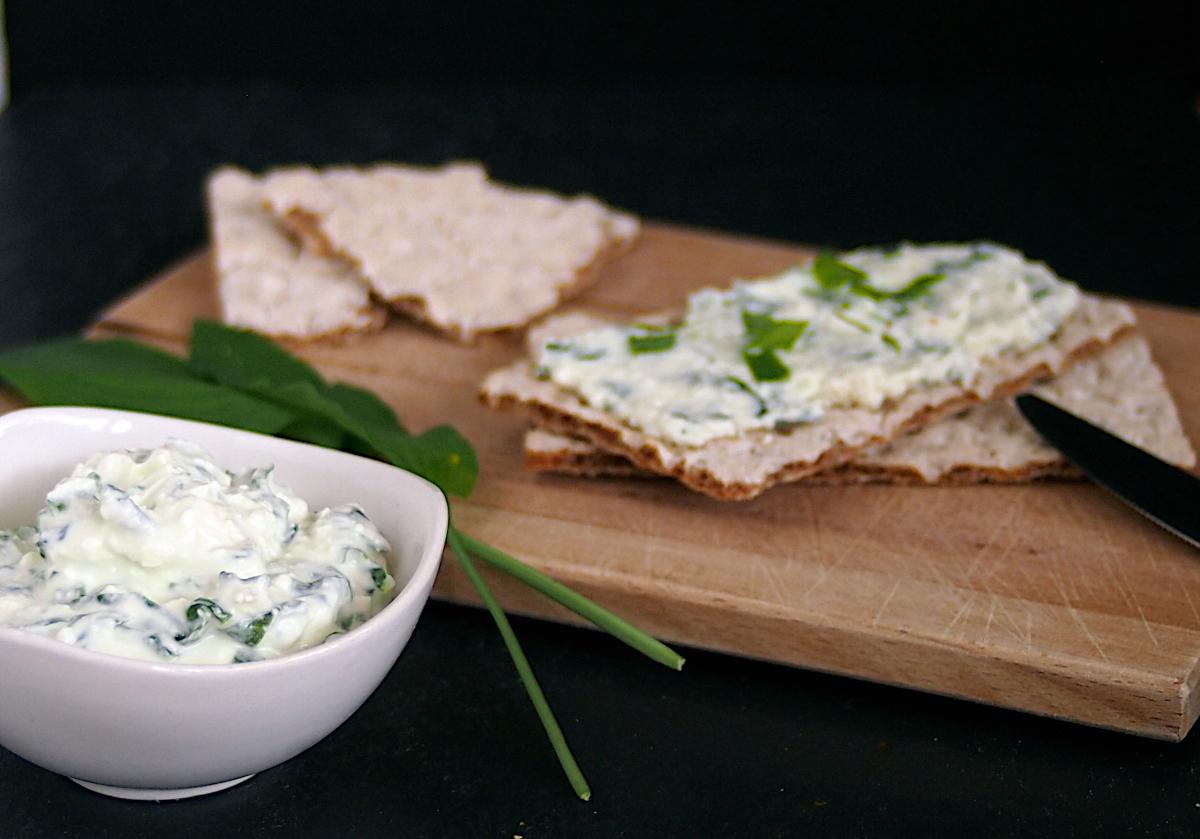 Bärlauch-Feta-Dip – schmeckt auf Brot & auch zum Grillen!